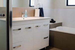 Bonniedon Villas 4 - Bowen - Bathroom web-min